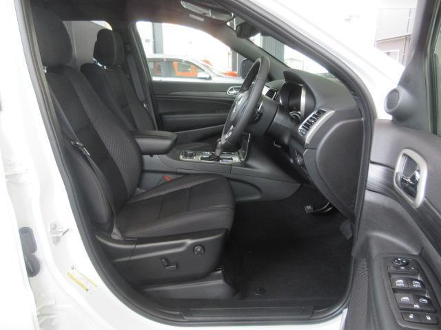 パワーシートなので、細かくシート調節が可能でございます。