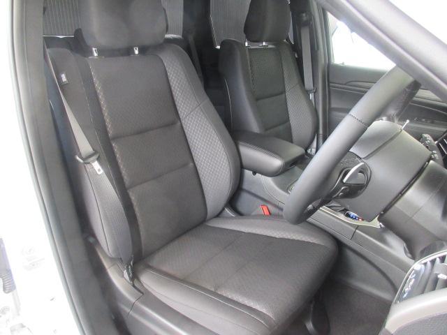 ゆとりある運転席となっております。