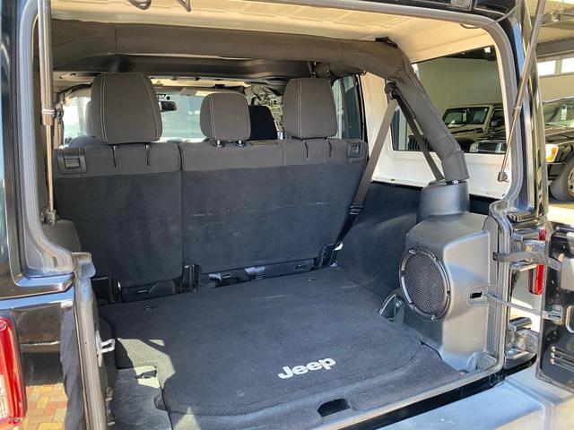 座席を倒して頂くと、よりスペースを確保できます!