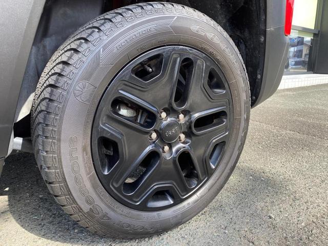 トレイルホーク 認定中古車保証付 整備付 4WD レギュラーガソリン マッド&スノータイヤ装着 クルーズコントロール ETC バックカメラ Bluetooth ルーフレール ブラックアルミ バックソナー HIDヘッド(7枚目)