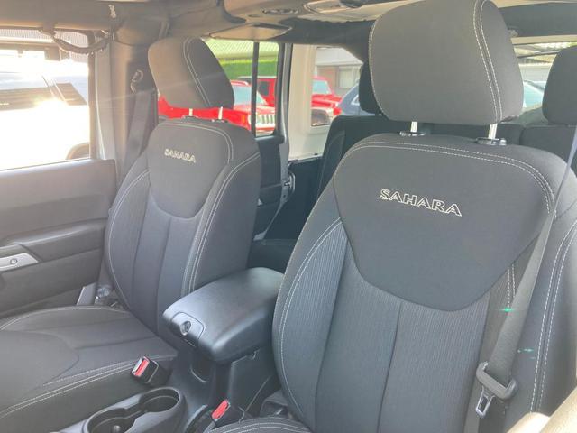サハラ 認定中古車保証付 整備付 ナビ ETC サイドカメラ サイドステップ ボディ同色ハードトップ 同色オーバーフェンダー キーレス イモビ オートクルーズ レギュラーガソリン仕様 V6 3,600cc(8枚目)