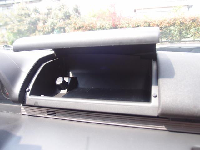 収納スペースが豊富なのも嬉しいポイントです!!ついつい、車内に貯めがちの物も小物入れがあれば綺麗に収納できます♪
