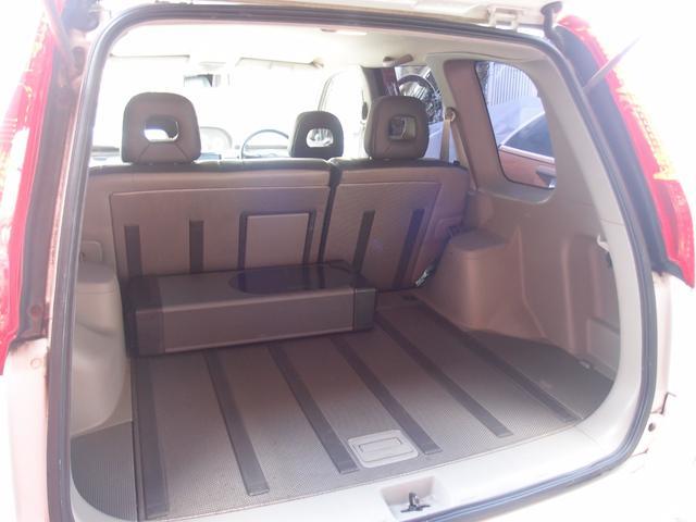 大きな開口部の荷室スペース。 開口部が広々だから大きな荷物も楽々積み下ろしが出来ちゃいます♪