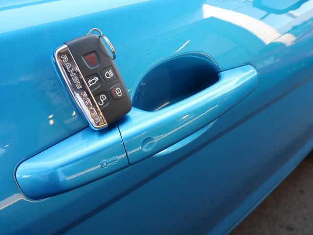 ランドマークエディション 認定中古車 禁煙車 特別仕様車 後期モデル コントラストルーフ 専用19インチAW パノラミックルーフ MERIDIANサウンド 黒革シート 前席シートヒーター 全周囲カメラ パワーテールゲート(11枚目)
