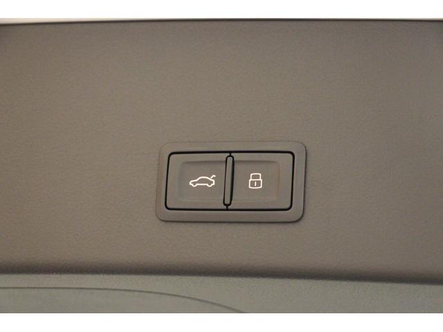 Audiの先進技術は、あらゆるシーンに目を光らせています。どれだけ気をつけていても、一瞬の不注意、ミスから逃れられません。Audiの先進機能はそれを的確にサポート。安全で快適なカーライフを実現します。