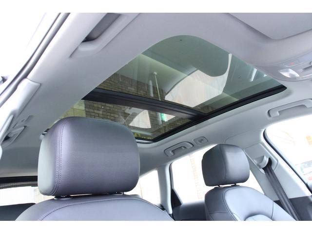 ドライバーインフォメーションシステムの情報がカラーディスプレイに読み取りやすく表示されます。