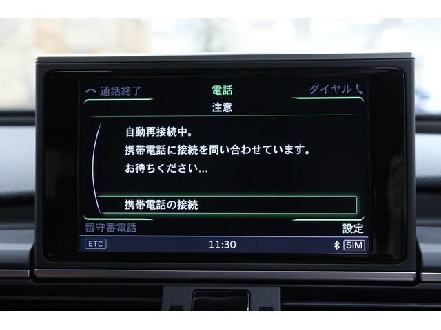 車線変更が危険であると判断すると、その車線側のエクステリアミラーがLEDを表示して警告します。