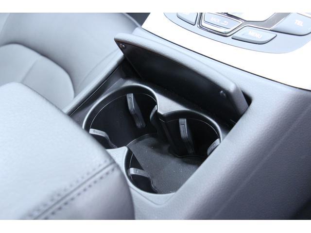 リヤゲートを電動で開閉、さらに集中ロックが可能です。手が塞がっている際に大変便利です。