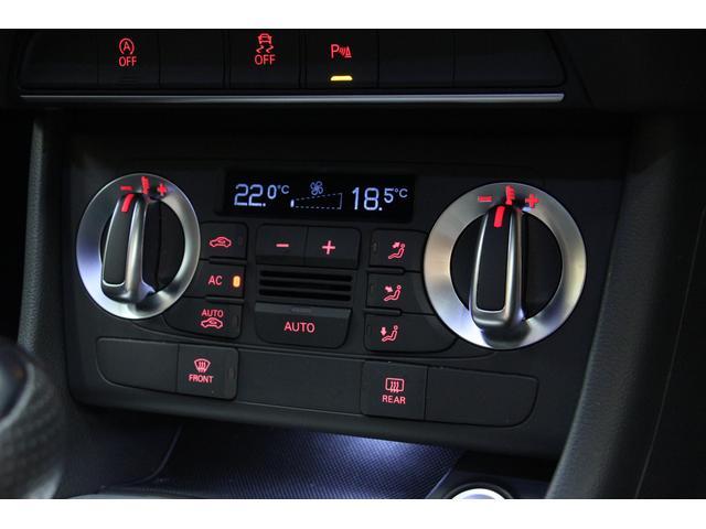 デュアルゾーンオートエアコンを装備しています。運転席側助手席側でそれぞれ温度調節できるのも便利ですね☆