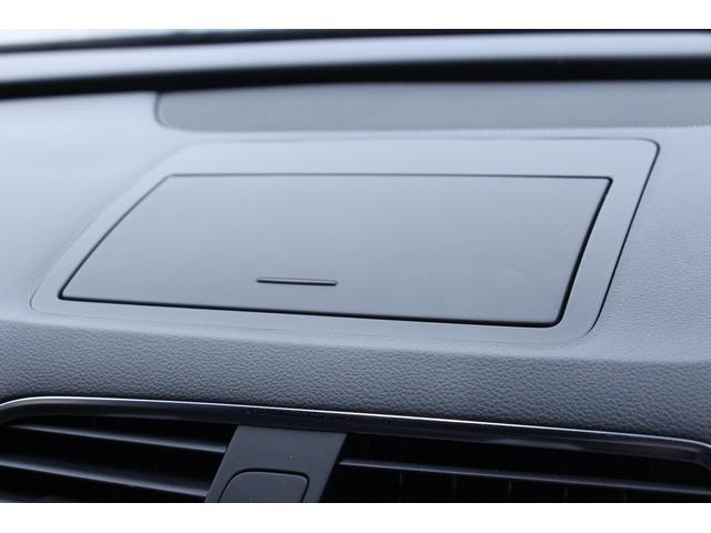 MMIナビの液晶パネルは、手動ですが畳んで格納することが可能です。高速走行等で長時間運転する時など、視野が広がり、ドライバーの疲労軽減にもつながります。
