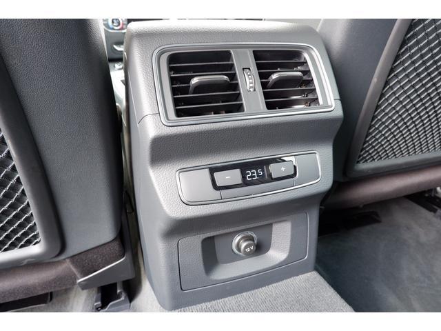 後席用に配置されたエアコンの吹出し口です。 後席の方も快適なドライブが楽しめます。アスセサリーソケットが装備されております。