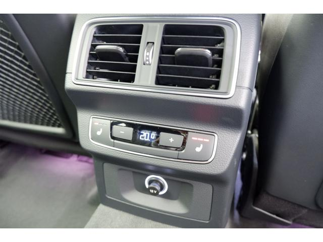 後席にはエアコンやシートヒーターを完備しております。寒い時期も快適にお過ごしいただけます。アクセサリーソケット付きです。