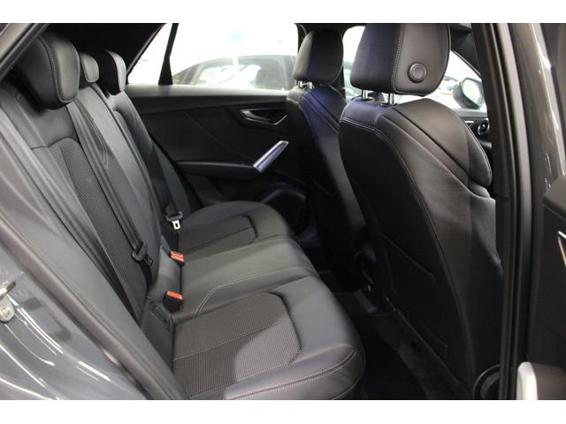 コンパクトSUVですが、後部座席は十分な広さがあり、大人の方もしっかりと座っていただけます。