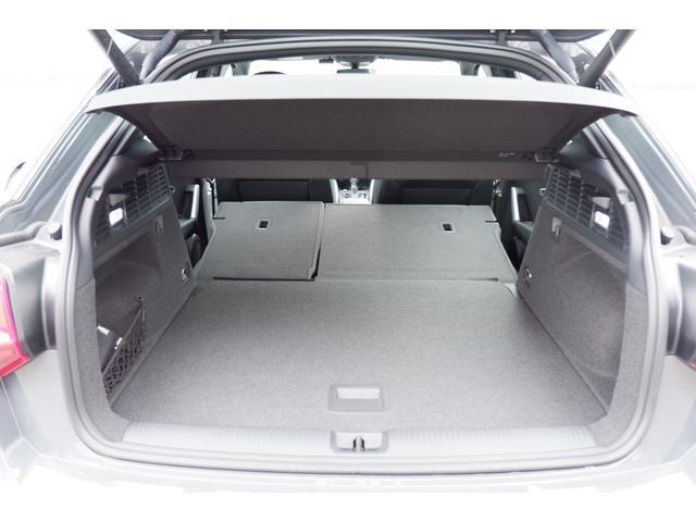リヤシートを簡単に分割して前方に倒すことができます。