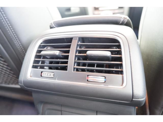 後席用に配置されたエアコンの吹出し口です。 後席の方も快適なドライブが楽しめます。