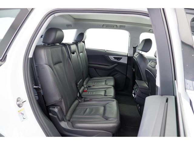 新車時オプション:リヤアシスタンスパッケージ(サイドアシスト プレセンスリヤ サイドエアバッグ(リヤ)) 2列目シートは独立した3人分のゆとりあるベンチシートです。