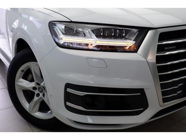 新車時オプションのマトリクスLEDヘッドライトです。ウィンカー点灯時はこの位置が点滅します。