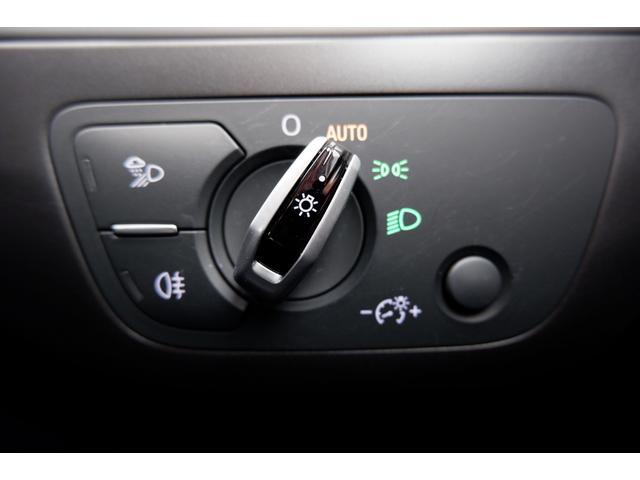オートライトを装着しています。周囲の明るさに応じて自動でライトの点灯をしてくれます。トンネルが続く高速走行時等にも便利な装備です。