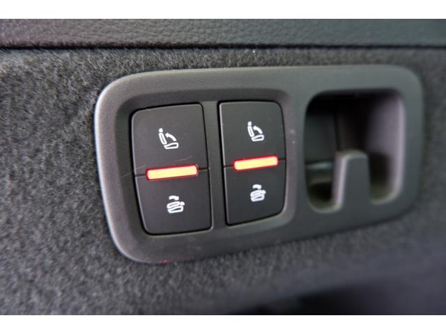 3列目は電動でフルフラットシートにすることが可能です。