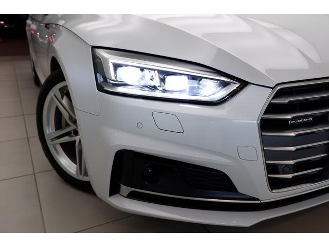 マトリックスLEDヘッドライトは対向車や前方の車両を直接照らすことを避け、必要に応じて周囲の人や車をピンポイントで照射します。