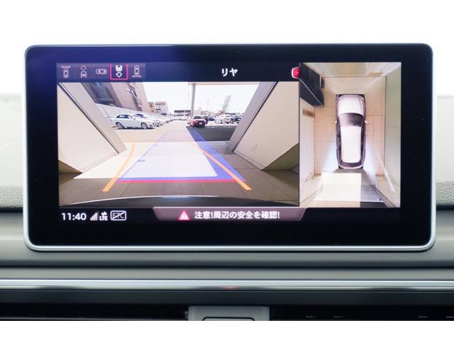 バックカメラにて車両後方の映像を映し出し駐車操作をサポートします。