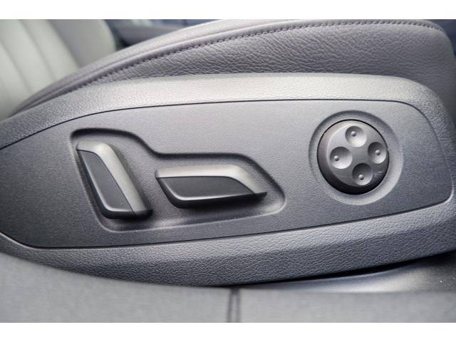 シート調整は電動式です。ランバーサポート付きです。