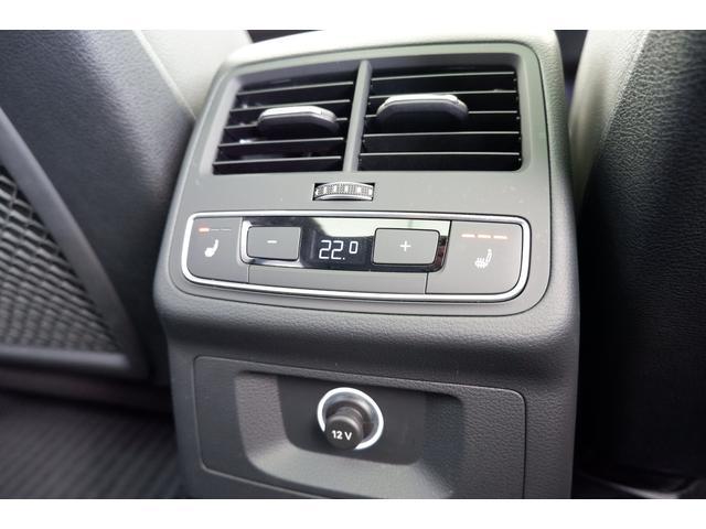 後席用に配置されたエアコンの吹出し口です。 後席の方も快適なドライブが楽しめます。アクセサリーソケット付きです。
