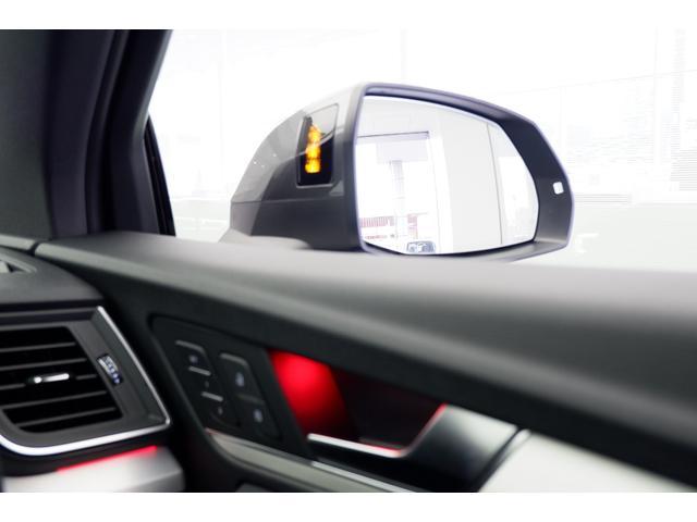 「サイドアシスト」レーダーで斜め後方を監視し、ドアミラーの死角など、後方から接近する車両をオレンジの光で警告します。