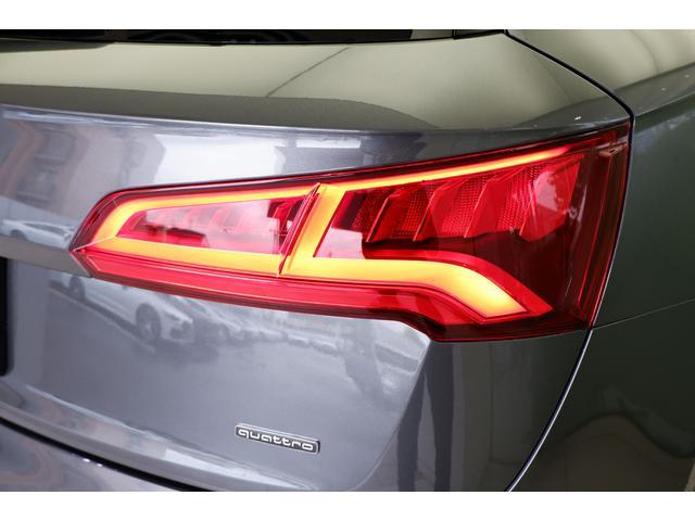 LEDヘッドライトは夜間走行時においても、昼光に近い照明によって進路を照らしてくれるので安全性と快適性が保たれます。