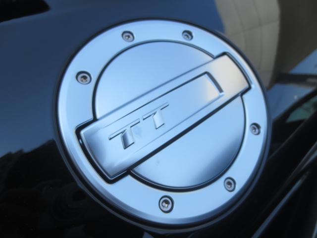 TTマークが印象的な燃料キャップ