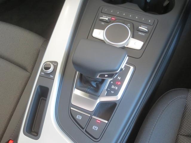 瞬速のシフトチェンジを行う、「S-tronic」が、快適かつスポーティーなドライビングをお約束します。