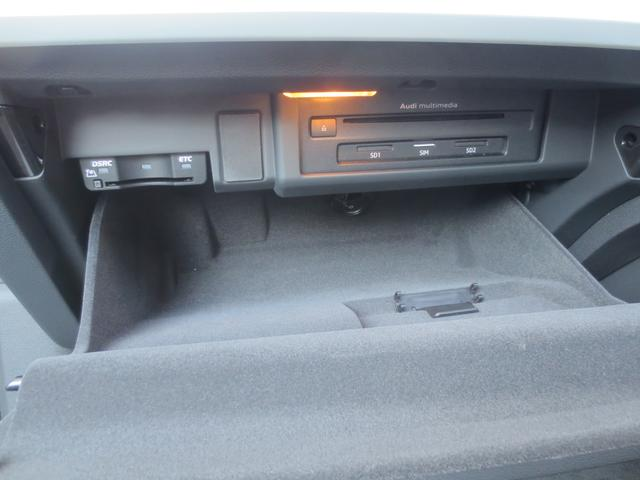 グローブBOX内部にはオーディオ・ナビの本体ユニットとETC車載器(新世代のDSRCタイプ)