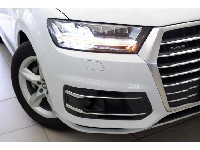 新車時オプションのマトリクスLEDヘドライト。高速道路などでは、対向車や先行車を検知すると、その部分だけハイビームのLED を消灯または減光させることで、周囲に迷惑をかけることなく利用することが可能。