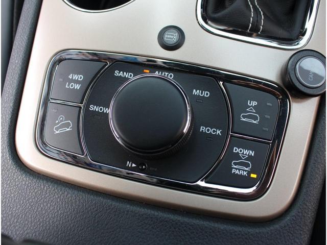 セレクテレインシステムを採用しており、車両が路面状況にもっとも適したパフォーマンスを発揮できるよう、5つのモードで信頼性の高いドライビングを提供します。