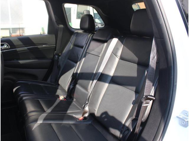 リミテッドグレード以上には、セカンドシートにもシートヒーターが標準装備されております。使用感も少なくキレイな状態を保っております。日本全国どこへでも納車可能です。遠方の方でもお問い合わせ下さい。