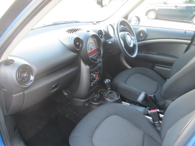 助手席もゆったりと座れて快適なドライブを楽しめます!