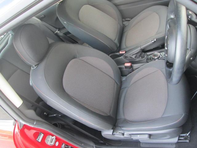 運転席:大きなシミ・汚れ・ほつれは発見できませんでした。