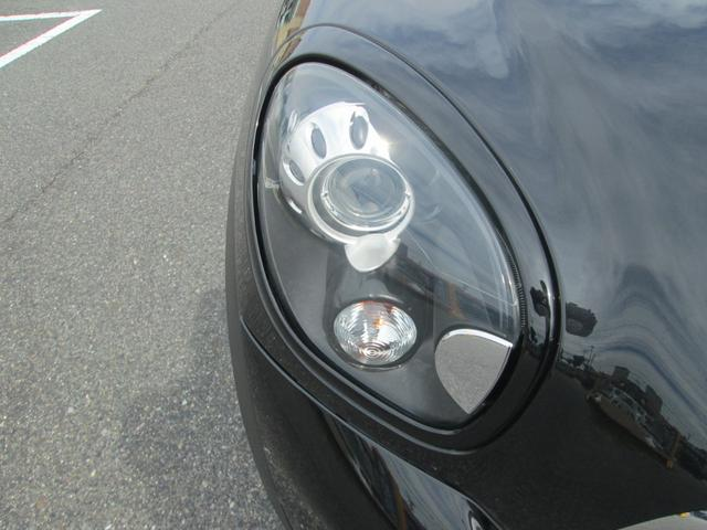 キセノンヘッドライトなので遠くまで明るく照らしてくれます。ライト周りがブラックトリム、ブラックリフレクターなのでボディと一体感がありとてもカッコいいですね。
