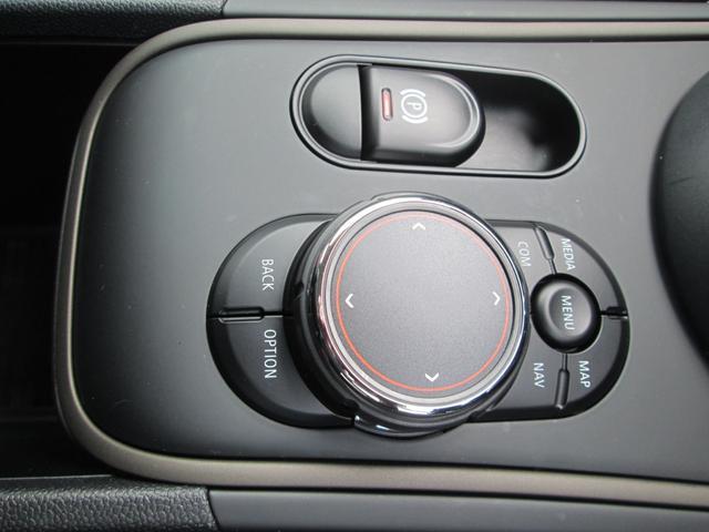 クーパーD クロスオーバー オール4 ペッパーPKG LED 純正ナビ 純正アルミ 正規認定中古車(17枚目)