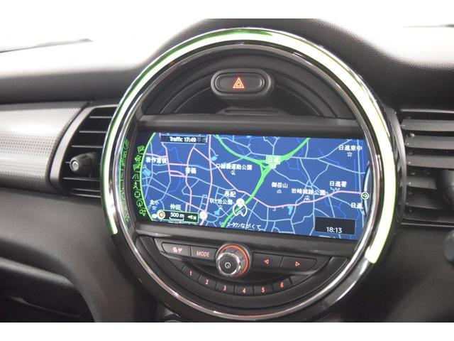 クーパーD 5ドア LEDヘッドライト 純正ナビ 正規認定中古車(3枚目)