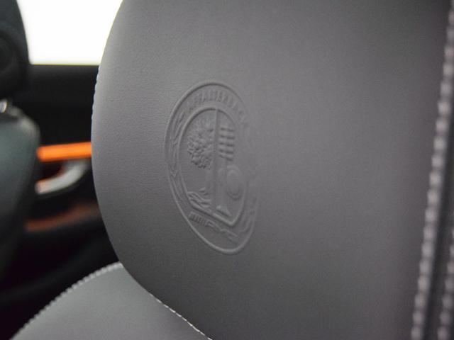 メルセデスAMG メルセデスAMG C63 S ステーションワゴンプラチナパールブラックレザー