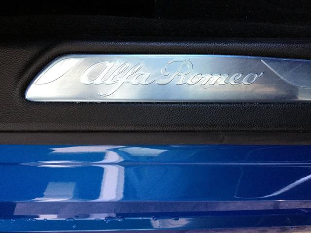 ヴェローチェ 右ハンドルオートマ ユーコネクト アンドロイドオート アップルカープレイ 専用アルミホイル ランフラットタイヤ 認定中古車保証 ロードサービス付(42枚目)