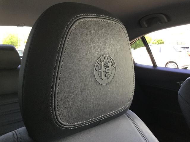 ヴェローチェ 右ハンドルオートマ ユーコネクト アンドロイドオート アップルカープレイ 専用アルミホイル ランフラットタイヤ 認定中古車保証 ロードサービス付(61枚目)