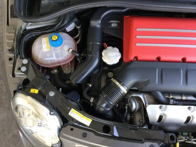 コンペティツィオーネ 右ハンドルオートマ キセノンヘッドライト サベルのシート カーボンシフトパネル ブーストメーター 認定中古車保証 ロードサービス(32枚目)