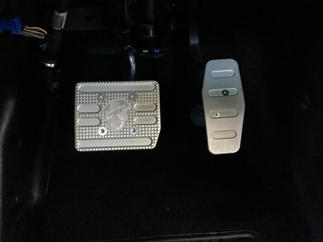 コンペティツィオーネ 右ハンドルオートマ キセノンヘッドライト サベルのシート カーボンシフトパネル ブーストメーター 認定中古車保証 ロードサービス(40枚目)