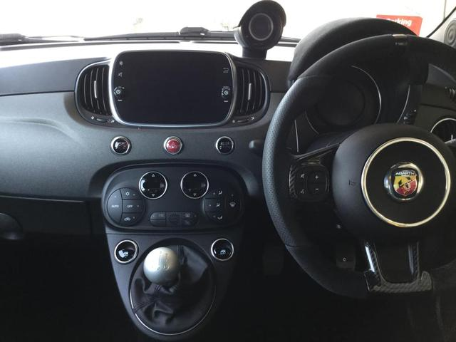 コンペティツィオーネ 右ハンドルマニュアル ユーコネクト アンドロイドオート アップルカープレイ キセノンヘッドライト 認定中古車保証 ロードサービス(15枚目)
