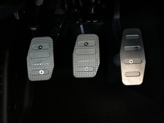コンペティツィオーネ 右ハンドルマニュアル ユーコネクト アンドロイドオート アップルカープレイ キセノンヘッドライト 認定中古車保証 ロードサービス(38枚目)