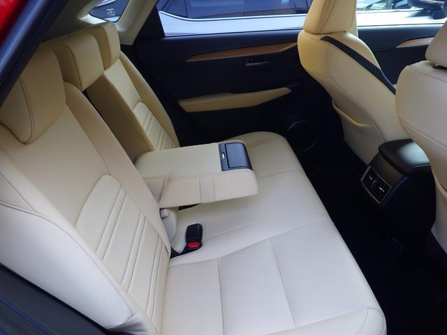 レクサス NX NX300h Iパッケージ 内装色 ホワイトオーカー