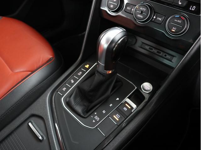 フレッシュエアフィルター付3ゾーンフルオートエアコンを装備。左右+リヤシートも独立で温度調整ができ、フロント+リヤシートともにシートヒーター付きですのでとても快適です。