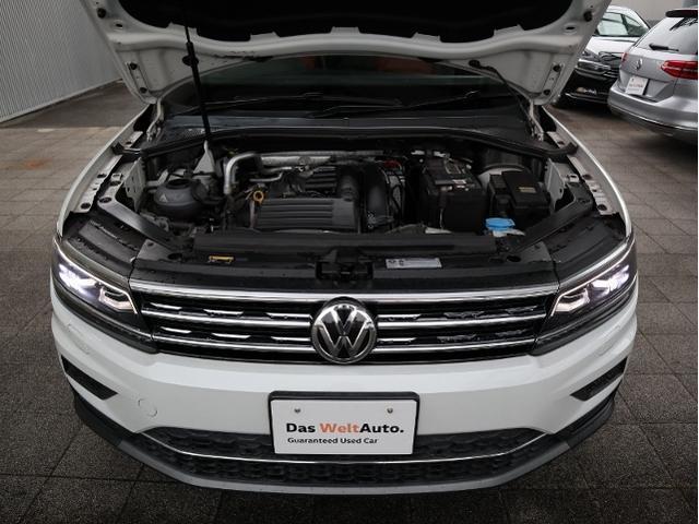 運転席側にある給油口、ハイオク仕様でタンク容量は60リットルです。